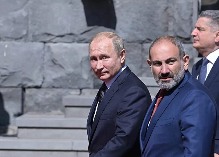ruský prezident Vladimir Putin a predseda vlády Arménska Nikol Pašinjan