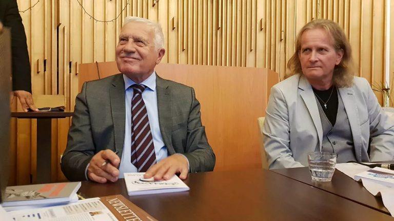 bývalý český prezident Vaclav Klaus a člen hnutia Trikolóra Petr Štěpánek