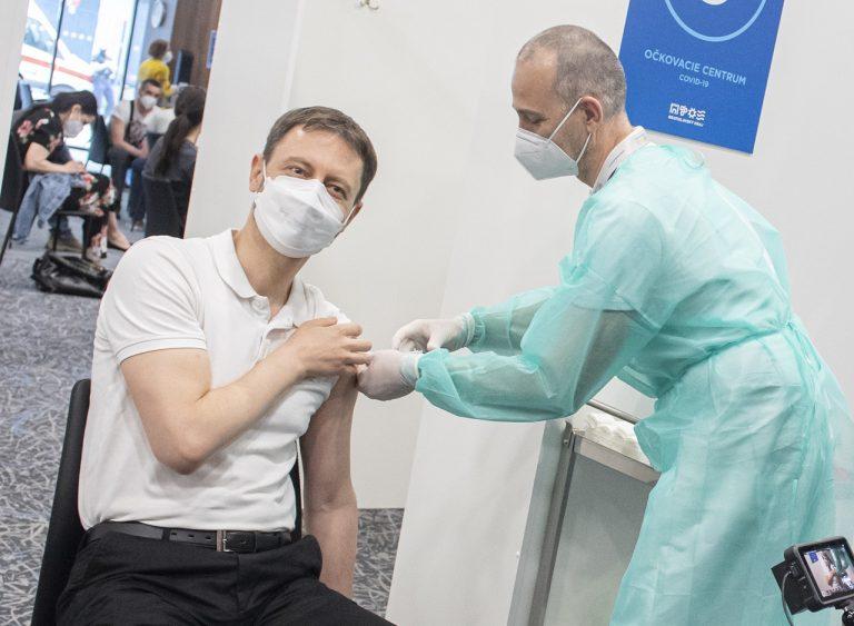 premiér Eduard Heger očkovanie AstraZeneca prvá dávka