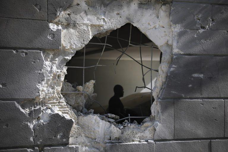 Izraelské pozemné sily útočili na Gazu, jej hranice však neprekročili