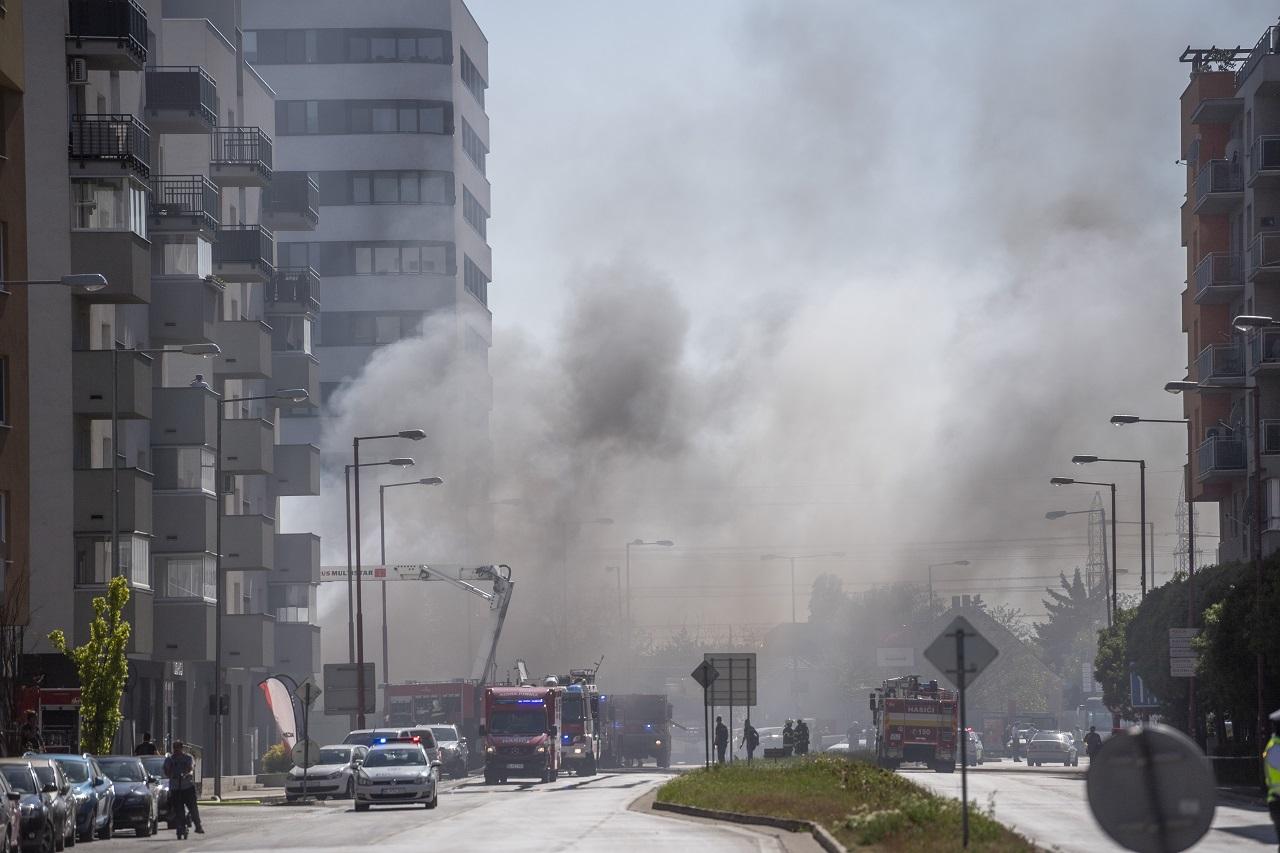 Bratislava požiar sklad pneumatiky