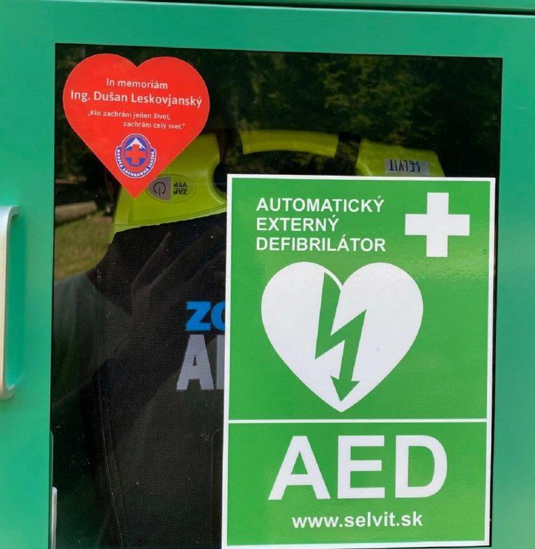 automatický externý defibrilátor