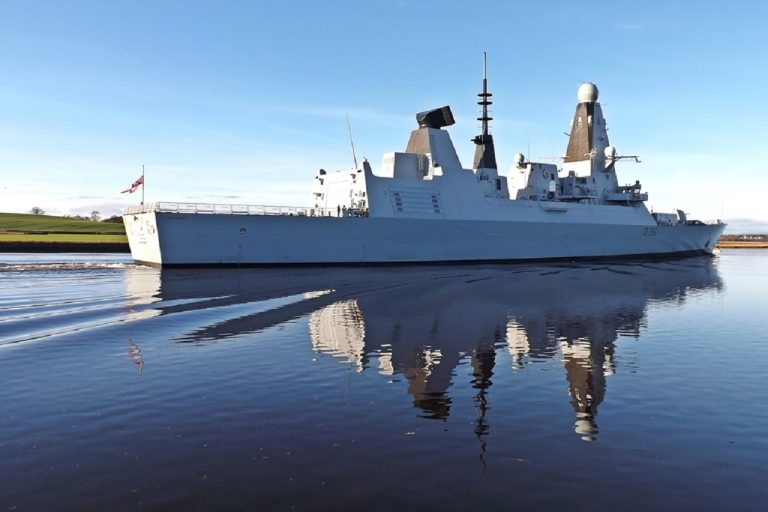 britska lod hms defender