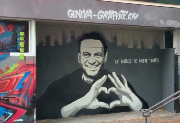 nástenný grafit s ruským politikom Alexejom Navaľným
