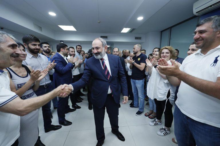 V predčasných voľbách v Arménsku drvivo zvíťazila strana premiéra Nikolu Pašinjana
