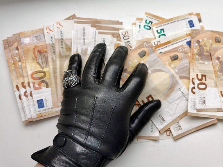 korupcia peniaze eurá bankovky