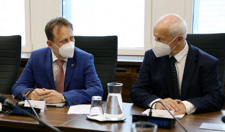 Minister Samuel Vlčan sa stretol s chovateľmi ošípaných