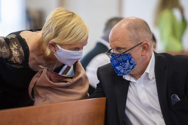 Zlatica Kušnírová, matka zavraždenej Martiny Kušnírovej a jej právny zástupca Roman Kvasnica