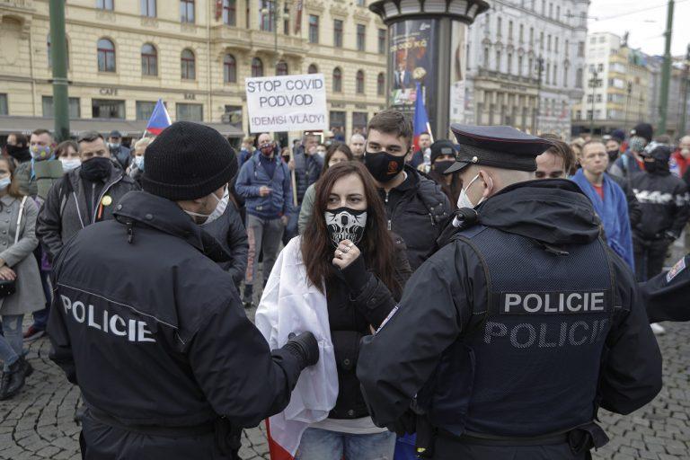 Protest proti koronavírusovým opatreniam v Prahe