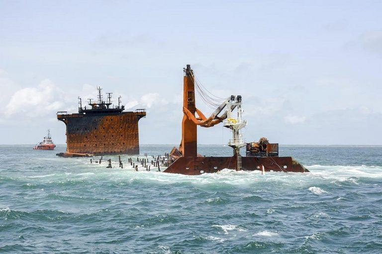 Srí Lanka loď nákladná požiar potopenie
