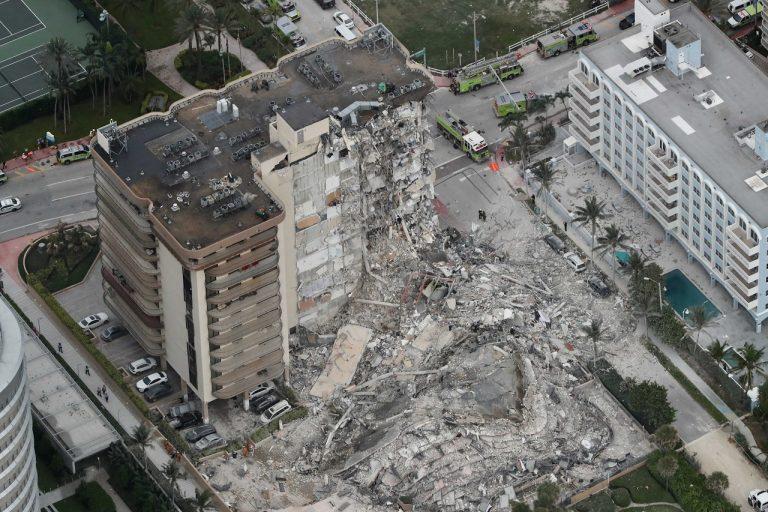 zrútená budova na Floride