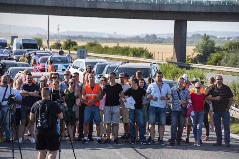 Protest pendlerov na hraničnom priechode v Bratislave