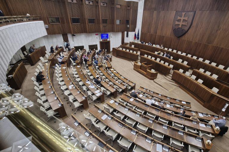 Odvolávanie Romana Mikulca sa presúva na september