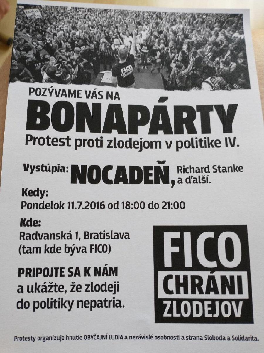Pozvánka na deň noc Bonapárty pred domom vtedajšieho premiéra Róbert Fica