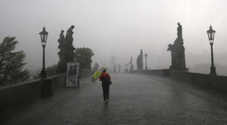 ČR Praha počasie búrka