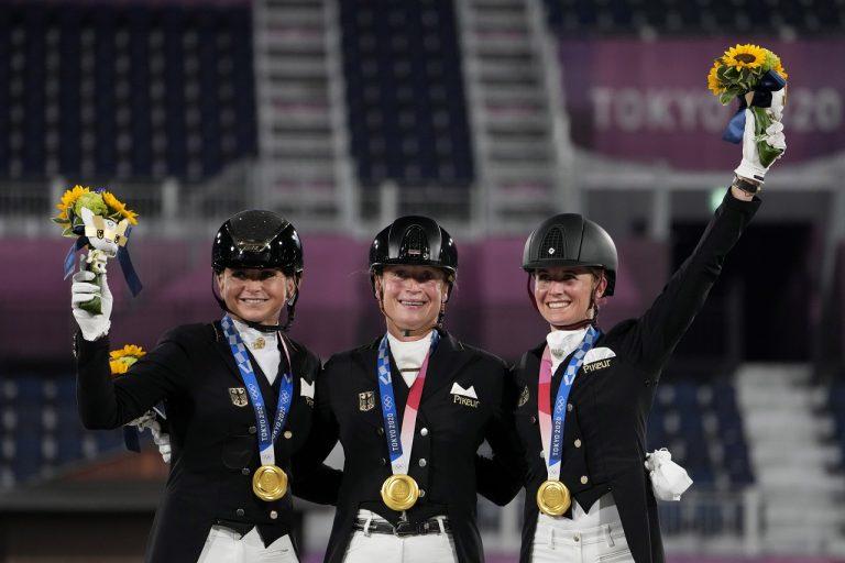 Nemky získali zlato v tímovej drezúre