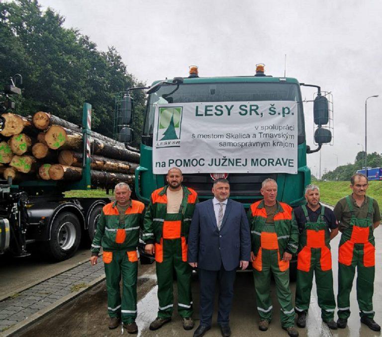Štátny tajomník Milan Kyseľ odovzdal mestu Hodonín humanitárnu pomoc na opravu strechy miestnej školy