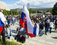 Na snímke účastníci prostestného zhromaždenia na Námestí slobody 1. septembra 2021 v Bratislave