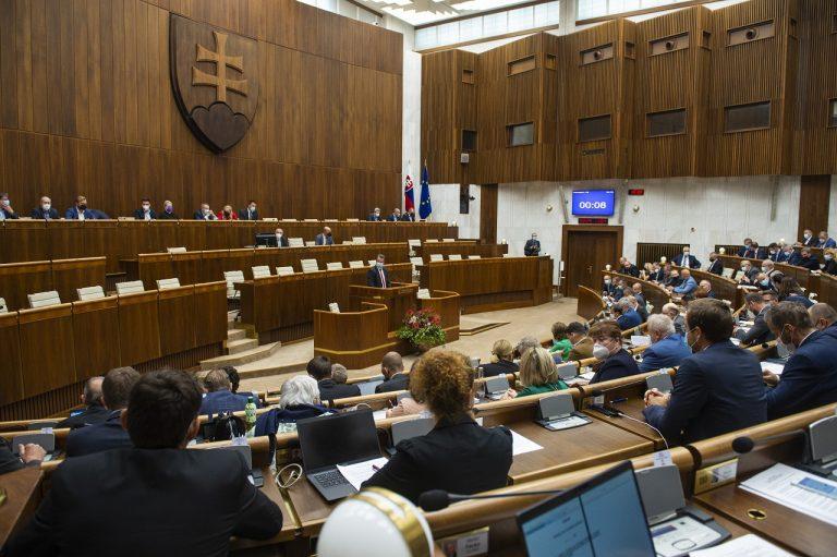 rokovanie parlament