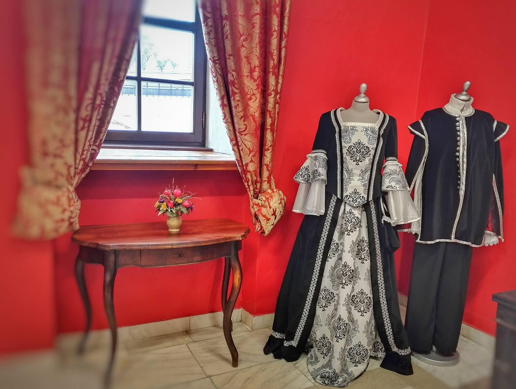 figuríny dobové oblečenie - múzeum v Kežmarku
