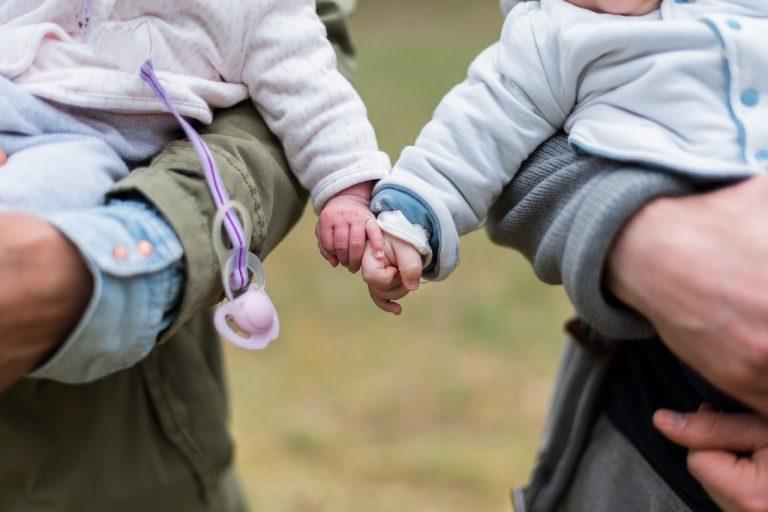 rodina deti rodičia dvojčatá dieťa