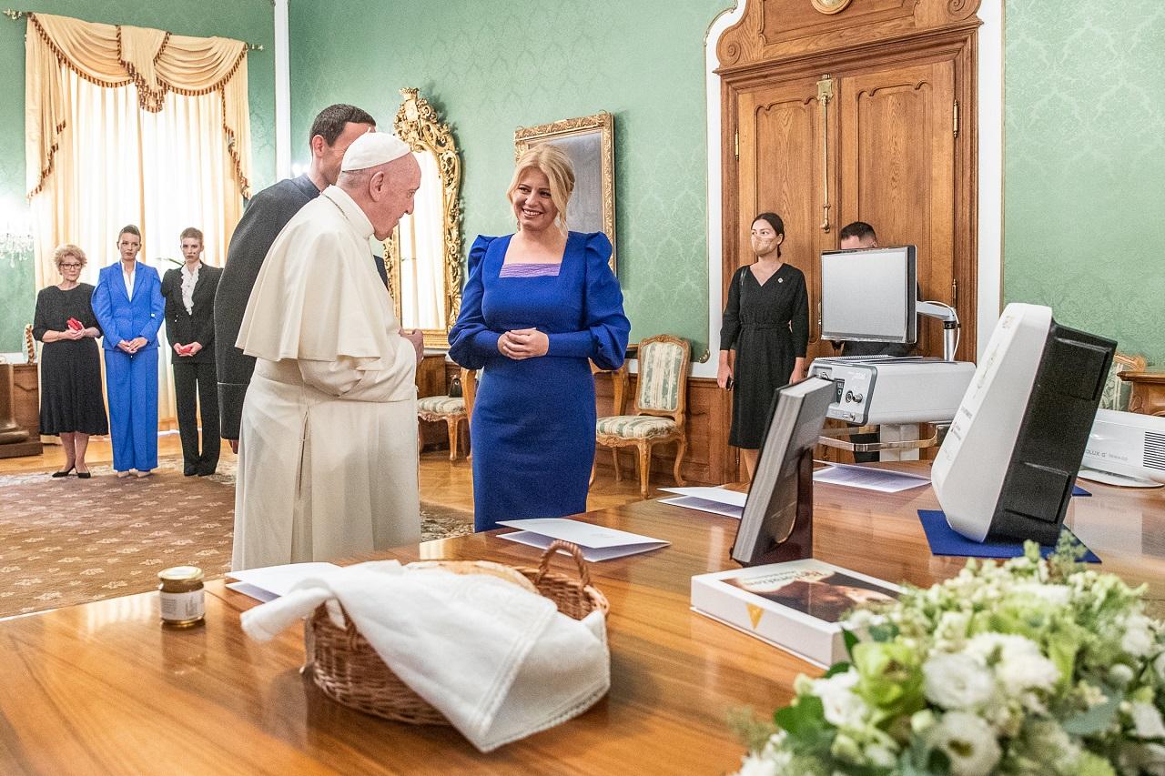 Prezidentka darovala pápežovi symbolické i praktické dary