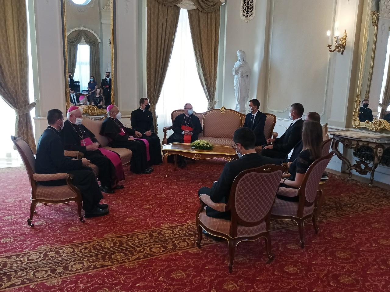 Pápež v SR: Premiér E. Heger sa stretol so štátnym sekretárom Svätej stol