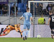 Na snímke vpravo Jens Stage (Kodaň) strieľa druhý gól počas zápasu F-skupiny 1. kola skupinovej fázy Európskej konferenčnej ligy ŠK Slovan Bratislava - FC Kodaň