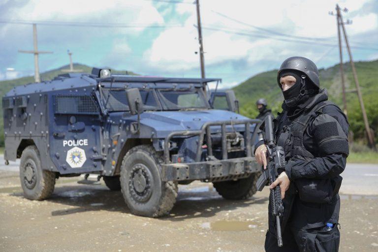 príslušníci špeciálnej jednotky kosovskej polície