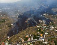Láva po erupcii sopky La Cumbre Vieja ničí tamojšie osídlenia na španielskom ostrove La Palma, ktorý je súčasťou Kanárskych ostrovov 21. septembra 2021