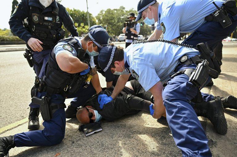 Austrália koronavírus lockdowny protesty