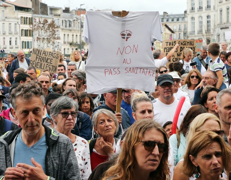 Francúzsko koronavírus opatrenia covidpasy Paríž protesty