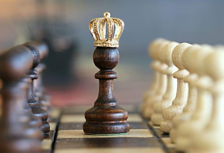 šach šachová kráľovná
