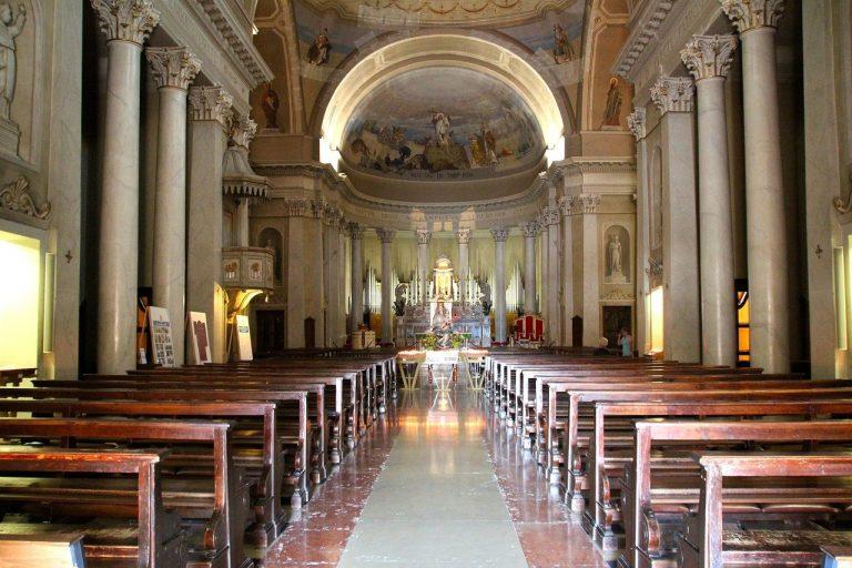 prázdny kostol