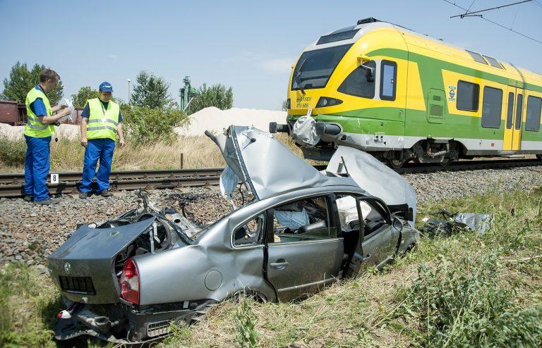 Maďarsko vlak auto zrážka